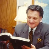 Ron preparing to preach at Woodland Park Baptist Church in Chattanooga, TN