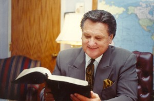 Ron preparing to preach at Woodland Park Baptist Church in Chattanooga, TN